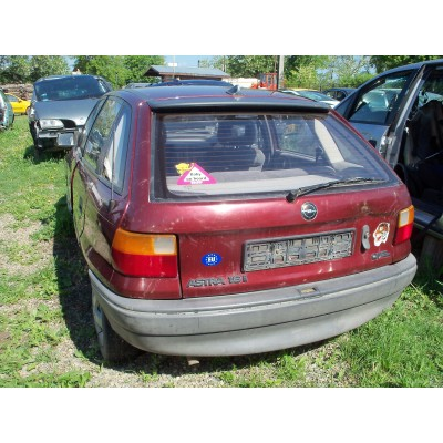 Spoiler spate - OPEL ASTRA F rosu 1.6 Benzina, 1992